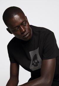 Just Cavalli - SPARKLY SKULL - T-shirt print - black - 4