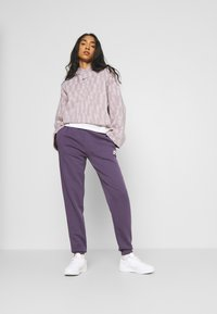Nike Sportswear - HOODIE - Sweatshirt - platinum violet/taupe haze/black - 1