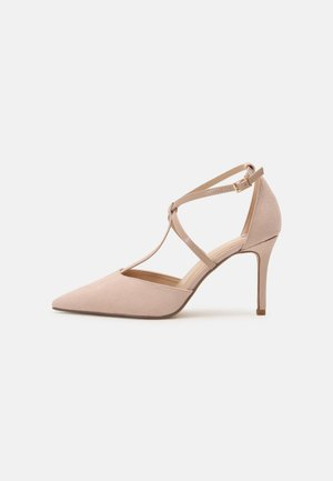 WIDE FIT DAINTY COURT - Classic heels - nude