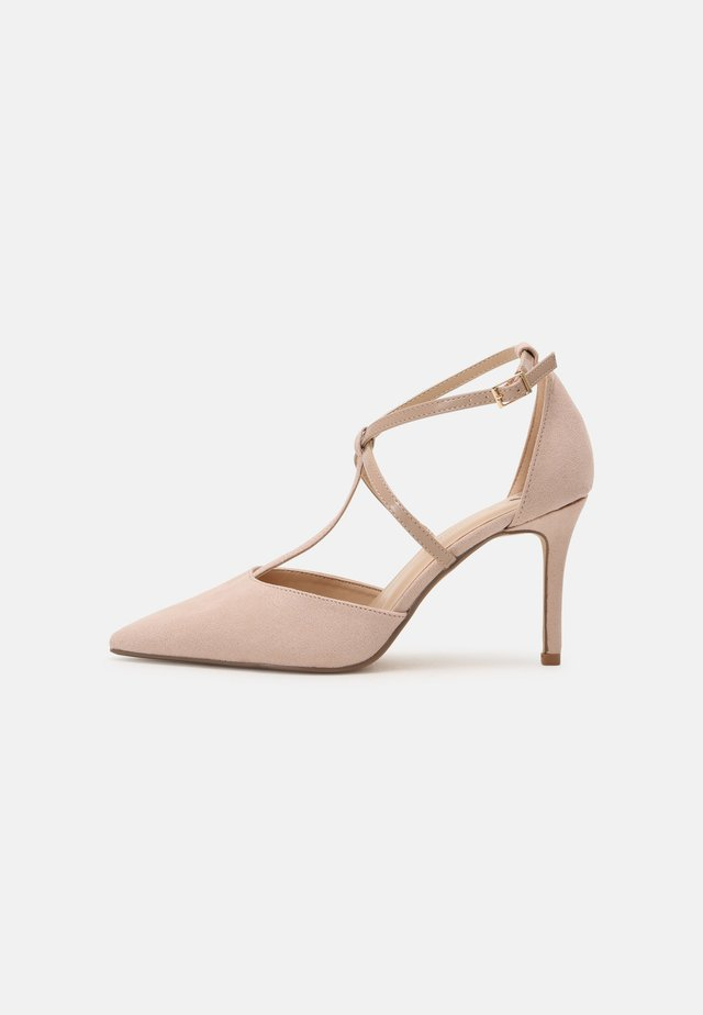 WIDE FIT DAINTY COURT - Pumps - nude