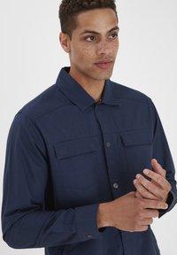 Blend - SLIM FIT - Shirt - dress blues - 2