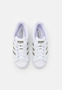 adidas Originals - SUPERSTAR UNISEX - Sneakers - footwear white/legacy green/offwhite - 3