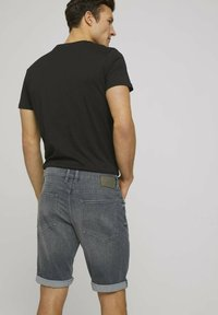 TOM TAILOR - Jeansshorts - clean mid stone grey denim - 4