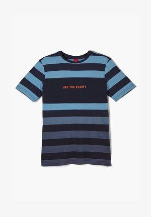 MIT FARBVERLAUF - Print T-shirt - turquoise/blue stripes