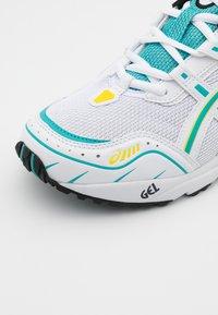 ASICS SportStyle - GEL-1090 UNISEX - Zapatillas - white/techno cyan - 5