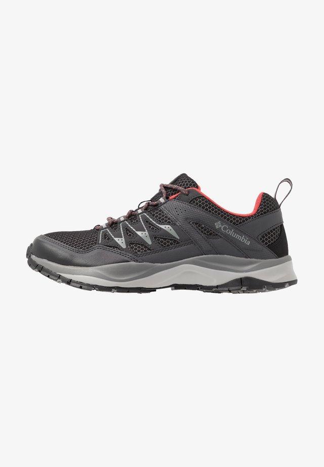 WAYFINDER - Zapatillas de senderismo - black/coral