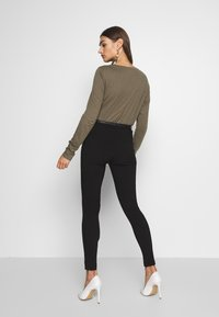 New Look - BELTED BENGALINE SKINNY TROUSERS - Trousers - black - 2
