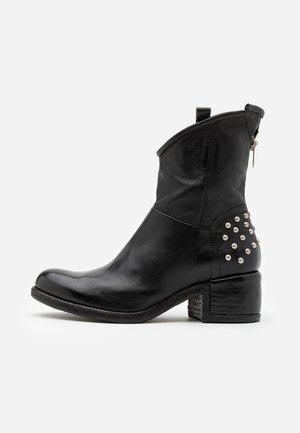 Cowboy/biker ankle boot - nero