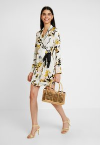 Missguided - DRESS FLORAL - Hverdagskjoler - cream