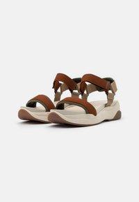 Vagabond - LORI - Sandalias con plataforma - rust/multicolor - 2