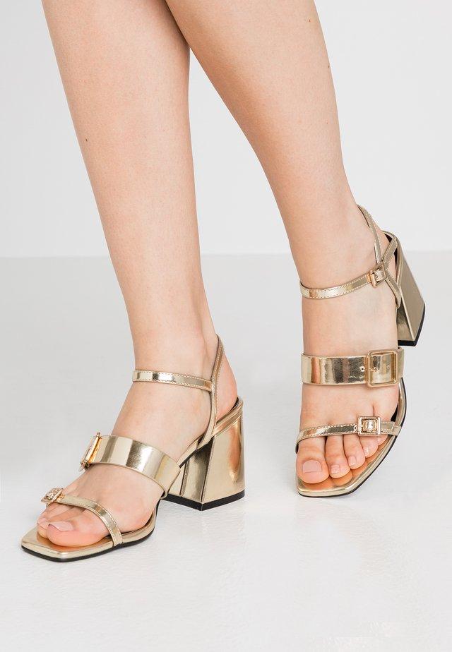 Sandalias - gold