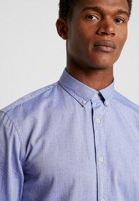 CELIO - NAPINPOINT - Shirt - horizon blue - 4