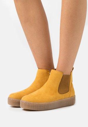 Platform ankle boots - saffron