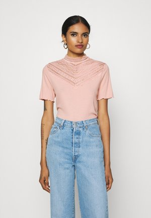 BYTOELLA - T-shirts med print - warm rose