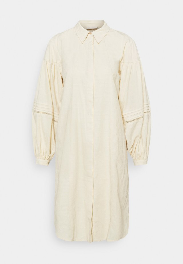 FQRHIAN DR DOBBY - Shirt dress - champagne