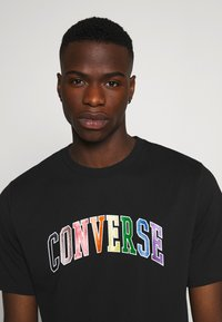 Converse - GLITTER PRIDE TEE - T-shirt con stampa - black - 3