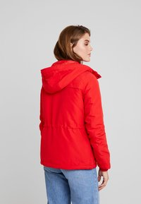 Vero Moda - VMAGNES BREEZE - Parka - chinese red - 3