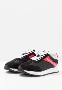 Calvin Klein Jeans - JERROLD - Sneakersy niskie - black/racing red - 2