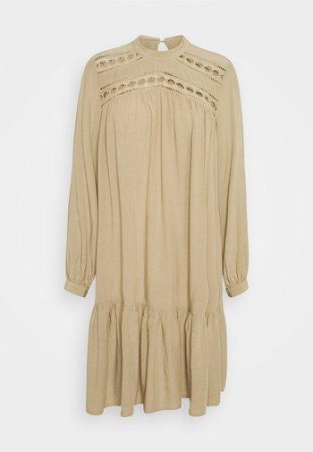 YASROTILLA SHORT DRESS ICON - Kjole - chinchilla