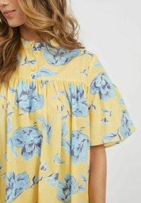 Vila - OVERSIZE - Skjortklänning - pineapple slice - 4