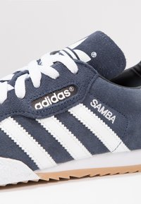 adidas Originals - SAMBA SUPER SUEDE - Trainers - marine/running white - 5