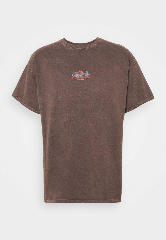 UNISEX CLIMB TEE - Camiseta estampada - brown