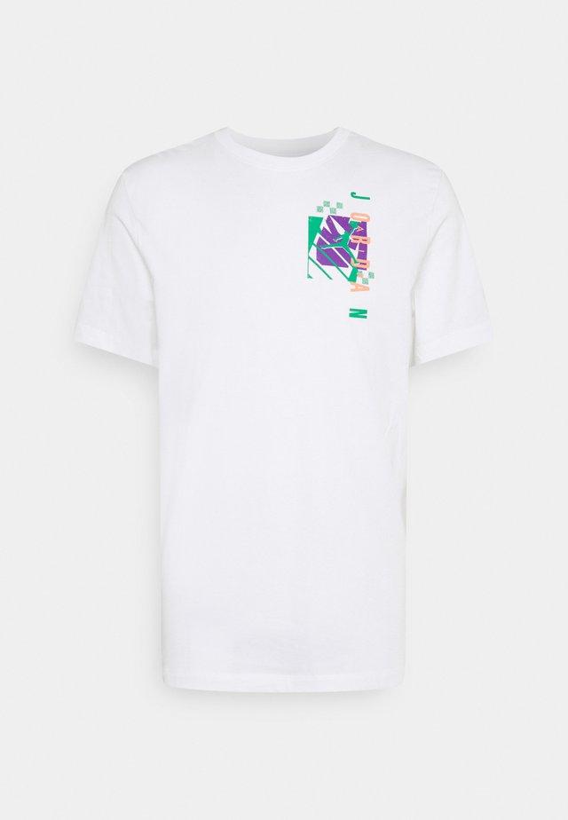 AIR FUTURA CREW - Camiseta estampada - white