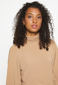 ONLY - ONLGLAMOUR - Jumper - toasted coconut - 4