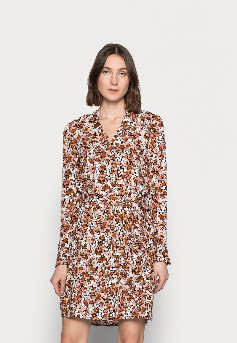 PIECES Tall - PCFRIDINEN DRESS - Shirt dress - mocha bisque