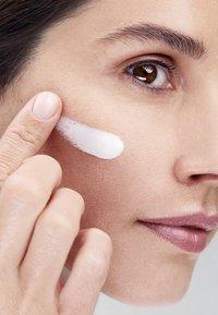 Nivea - CELLULAR LUMINOUS 630 SET - Skincare set - - - 3