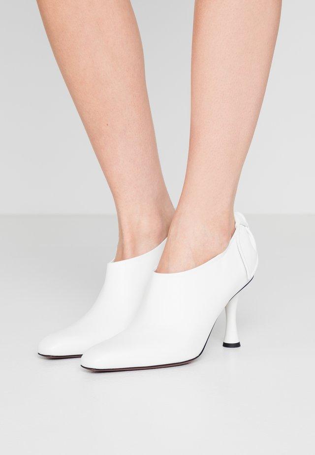 Lodičky na vysokém podpatku - bianco