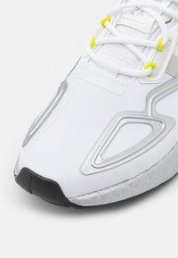 adidas Originals - ZX 2K BOOST UNISEX - Trainers - footwear white/grey one/acid yellow - 5
