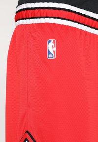 Nike Performance - CHICAGO BULLS NBA SWINGMAN SHORT ROAD - Short de sport - university red/white - 4