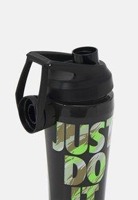 Nike Performance - NIKE TR HYPERCHARGE CHUG BOTTLE 16 OZ/473ML - Bidon - black/lime glow - 2