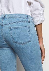 J Brand - MID RISE CROP - Jeans Skinny Fit - domina - 4