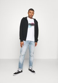 Tommy Jeans - FADED GRAPHIC TEE UNISEX - Print T-shirt - white - 1