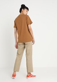 Dickies - STOCKDALE - T-shirts basic - brown duck - 2