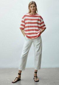Massimo Dutti - Print T-shirt - red - 0