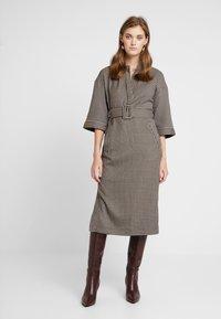 And Less - CAJA DRESS - Maxi šaty - caviar - 0