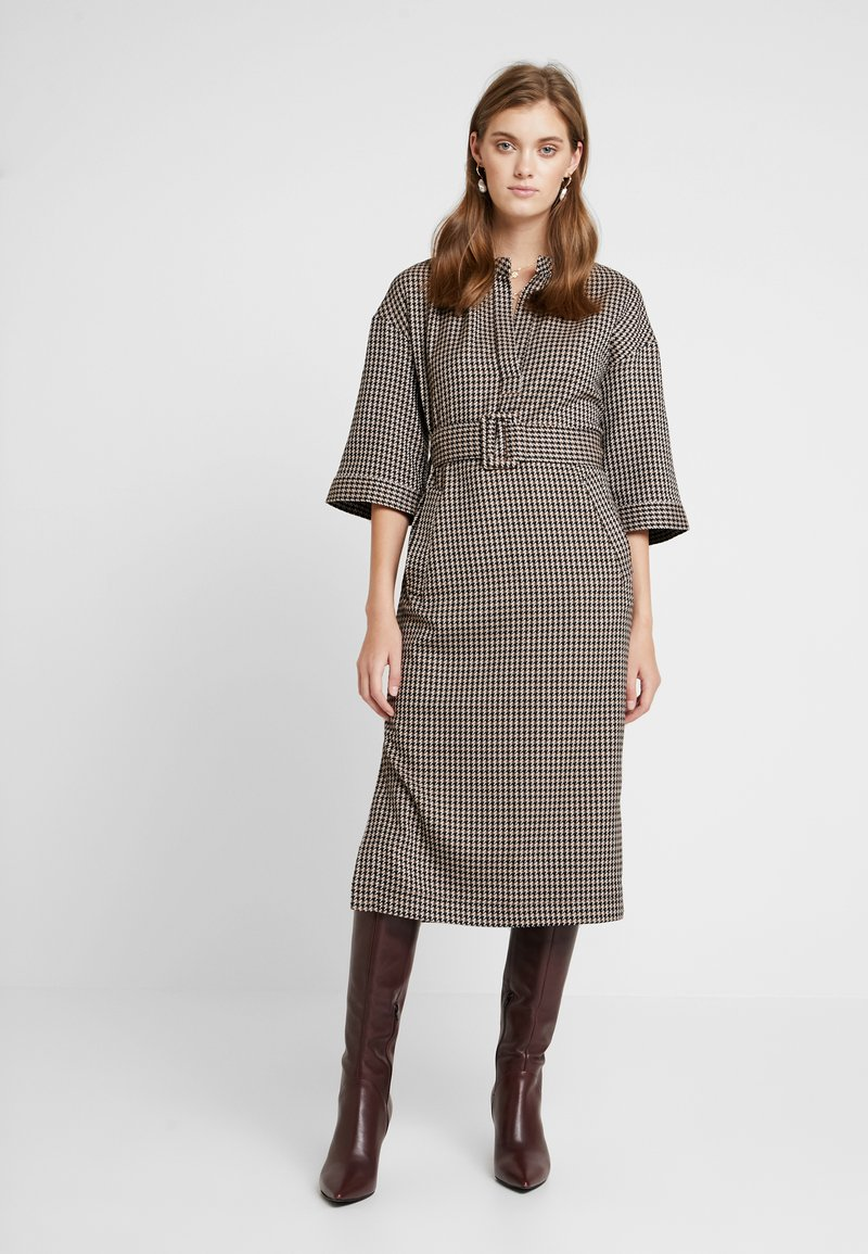 And Less - CAJA DRESS - Maxi šaty - caviar
