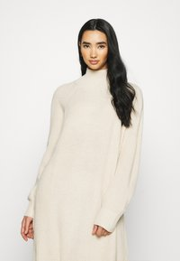 Monki - KEAN DRESS - Pletené šaty - beige dusty light - 6