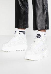 Buffalo London - Sneaker high - blanco - 0