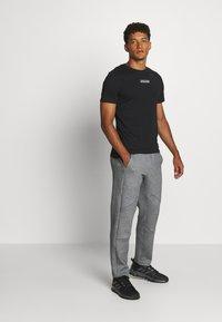 Jack & Jones - JCOTULIP TEE - Print T-shirt - black - 1