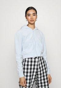 Weekday - JUNO ZIP HOODIE - Zip-up hoodie - baby blue - 0