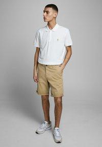 Jack & Jones - Shorts - khaki - 1