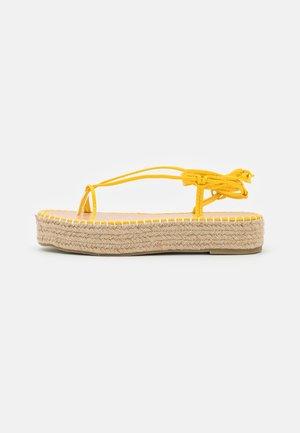 LARSEN - Sandalias de dedo - yellow