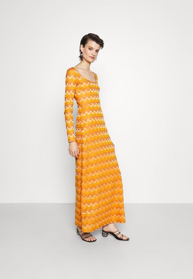 LONG DRESS - Maxi-jurk - pumpkin