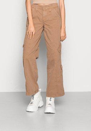 LOW RISE - Pantaloni cargo - bone brown