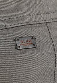 Blend - SLIM FIT - Pantalones chinos - granite - 6