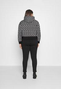 Calvin Klein Jeans Plus - Sweatshirt - black/ white - 2